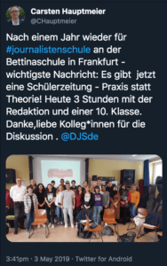 Tweet von Carsten Hauptmeier, in dem er schreibt, dass es an der Bettinaschule in Frankfurt jetzt eine Schülerzeitung gibt. Für die Redaktion gab es mit der Aktion #journalistenschule drei Stunden Praxis.